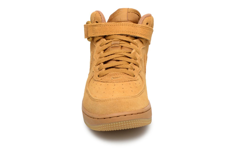 Baskets Nike Air Force 1 Mid LV8 (PS) Marron vue portées chaussures