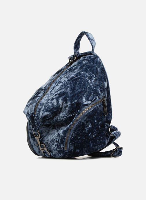 Mochilas Rebecca Minkoff Medium Julian Backpack Azul vista del modelo