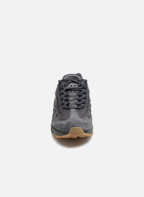 Baskets Nike Nike Air Max 95 Se Gris vue portées chaussures
