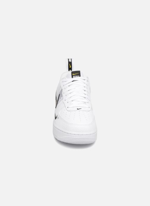 Baskets Nike Air Force 1 '07 Lv8 Utility Blanc vue portées chaussures