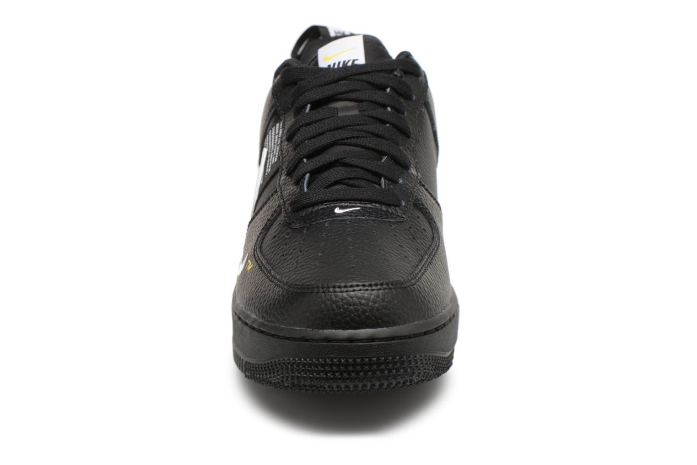 Baskets Nike Air Force 1 '07 Lv8 Utility Noir vue portées chaussures