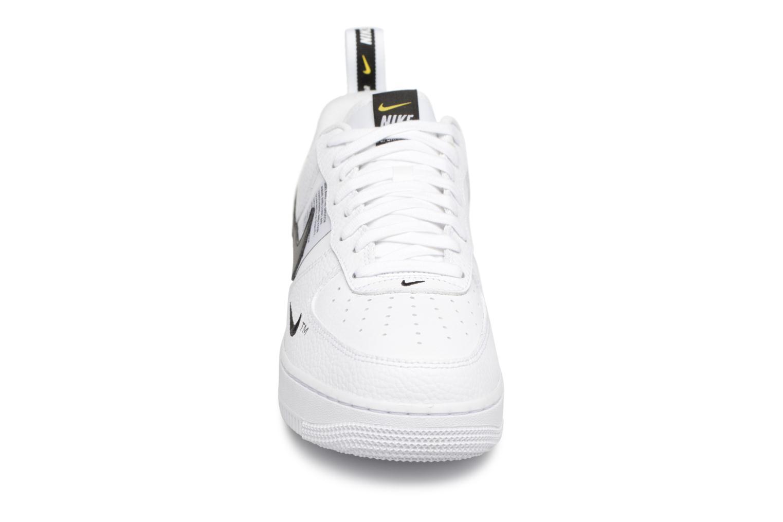 Baskets Nike Air Force 1 '07 Lv8 Utility Blanc vue portées chaussures