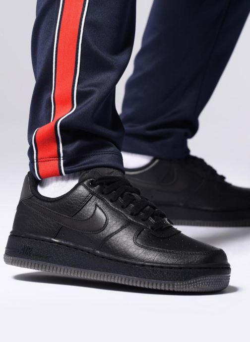 Sneaker Nike Wmns Air Force 1 '07 Ess weiß ansicht von unten / tasche getragen