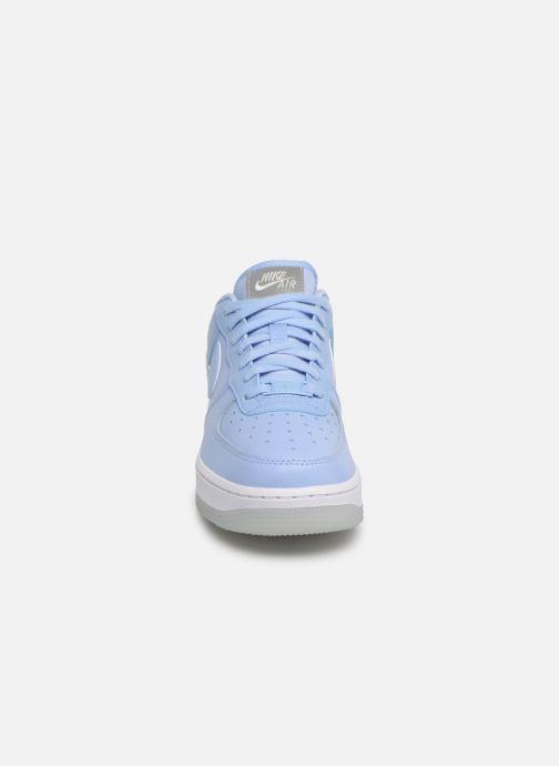 Baskets Nike Wmns Air Force 1 '07 Ess Bleu vue portées chaussures