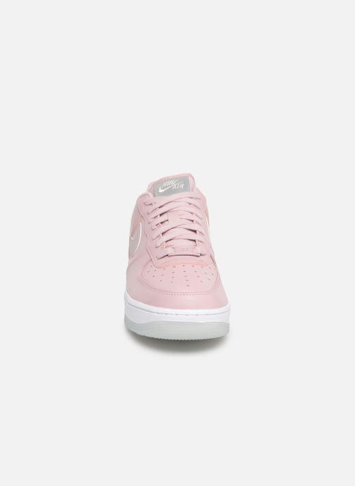 Baskets Nike Wmns Air Force 1 '07 Ess Rose vue portées chaussures
