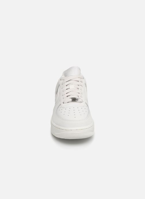 Baskets Nike Wmns Air Force 1 '07 Ess Blanc vue portées chaussures