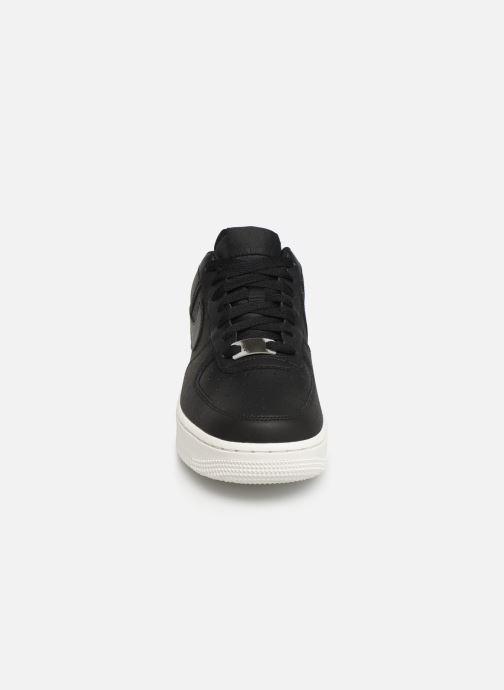 Baskets Nike Wmns Air Force 1 '07 Ess Noir vue portées chaussures