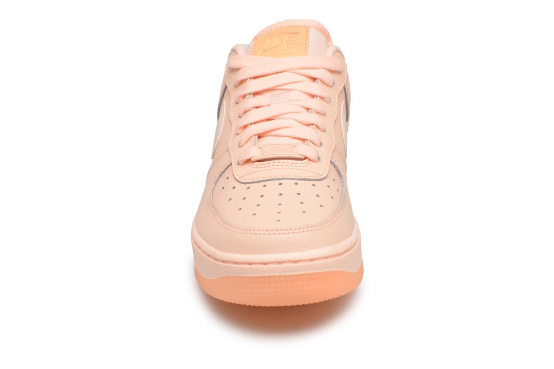 Sneakers Nike Wmns Air Force 1 '07 Ess Arancione modello indossato