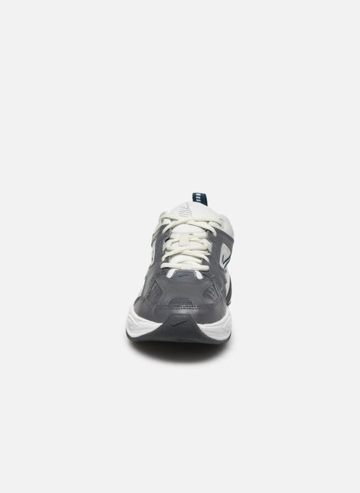 Deportivas Nike W Nike M2K Tekno Gris vista del modelo