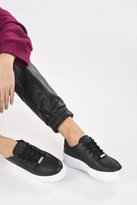 Sneaker Nike Wmn Air force 1 Sage Low schwarz ansicht von unten / tasche getragen