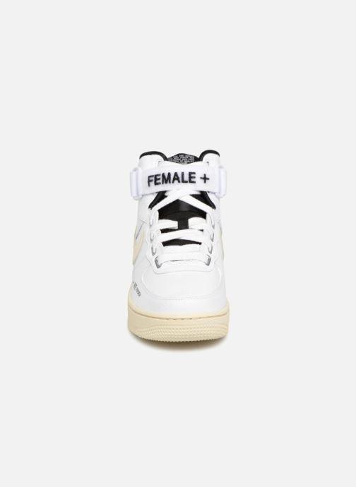 Sneakers Nike W Af1 Hi Ut Bianco modello indossato