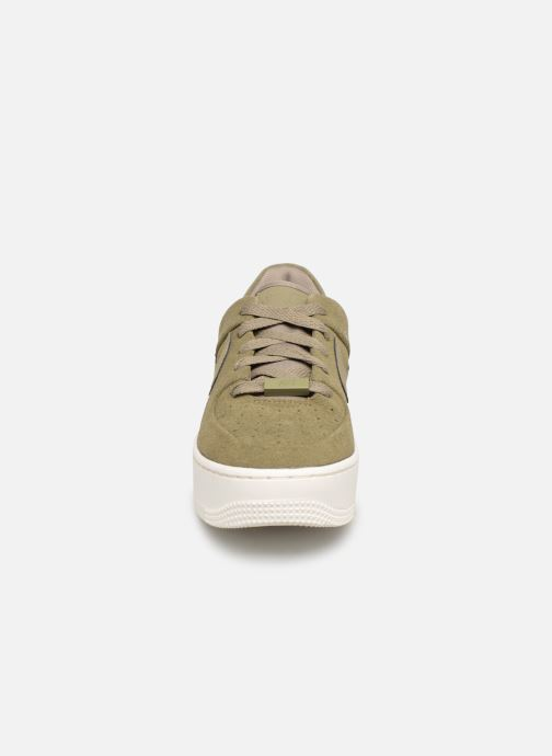 Sneakers Nike W Air force 1 Sage Low Verde modello indossato