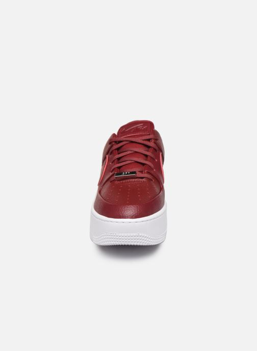 Baskets Nike W Air force 1 Sage Low Rouge vue portées chaussures