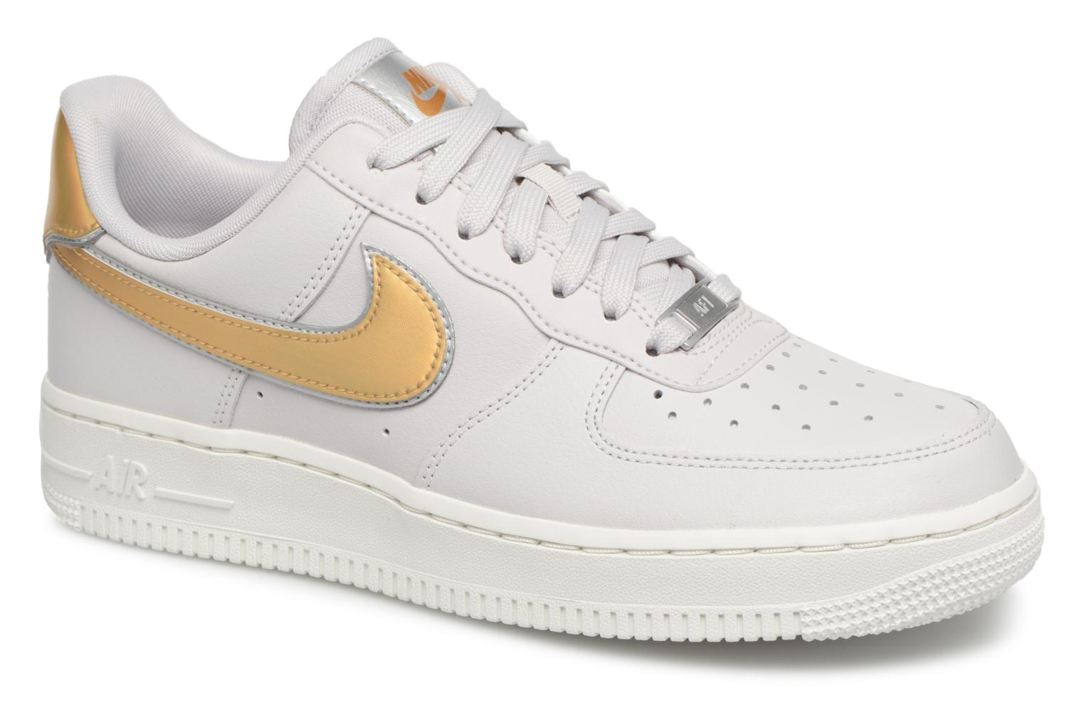 Baskets Nike Wmns Air Force 1 '07 Mtlc Blanc vue détail/paire