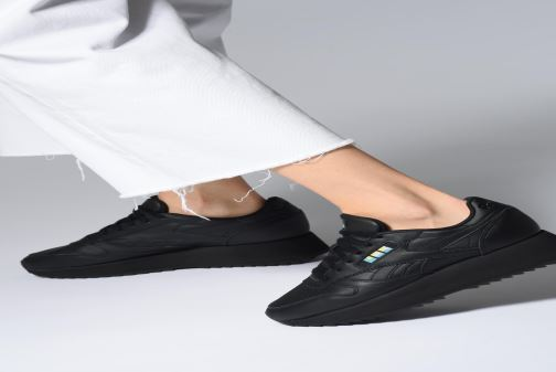 Sneaker Reebok Classic Leather Double schwarz ansicht von unten / tasche getragen