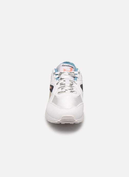 Sneaker Reebok Pyro weiß schuhe getragen