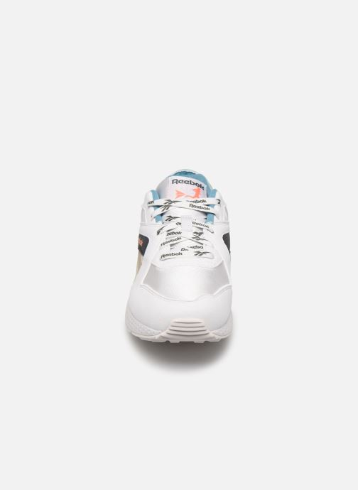 Sneakers Reebok Pyro Bianco modello indossato