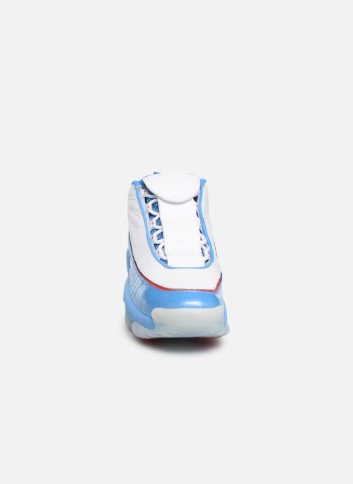 Deportivas Reebok Iverson Legacy Azul vista del modelo