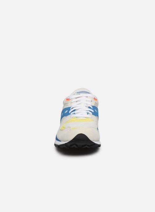 Sneakers Saucony Azura Bianco modello indossato