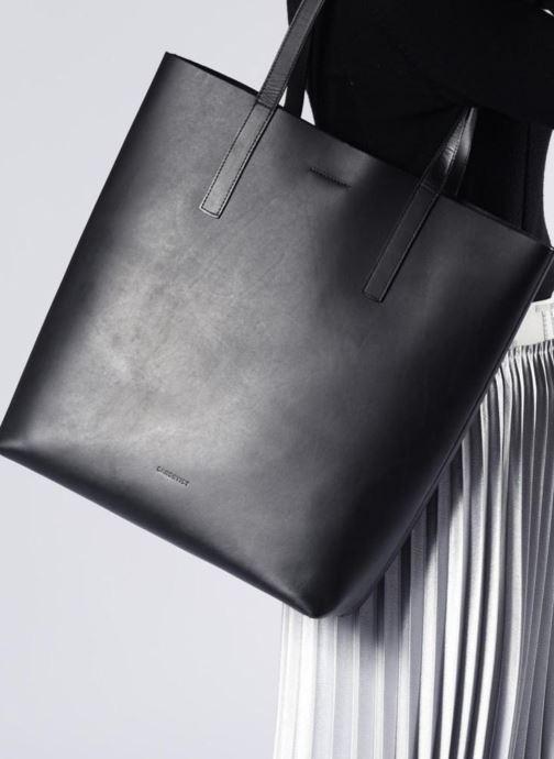 Handtaschen SANDQVIST Helga braun ansicht von unten / tasche getragen