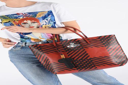 Sacs à main Vivienne Westwood Crini Check Leather Shopper Rouge vue bas / vue portée sac