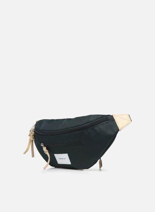 Petite Maroquinerie SANDQVIST ASTE Vert vue portées chaussures