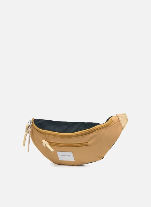 Petite Maroquinerie SANDQVIST ASTE Jaune vue portées chaussures