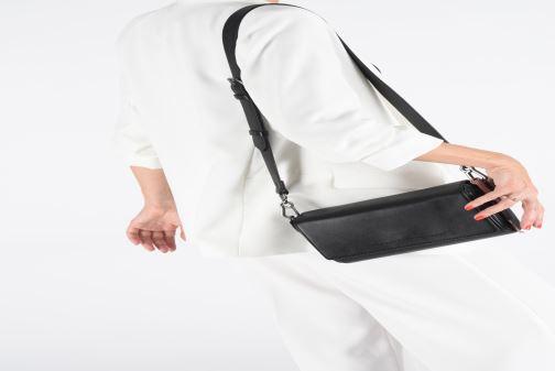 Bolsos de mano Esprit Lili Shoulder Bag Negro vista de abajo