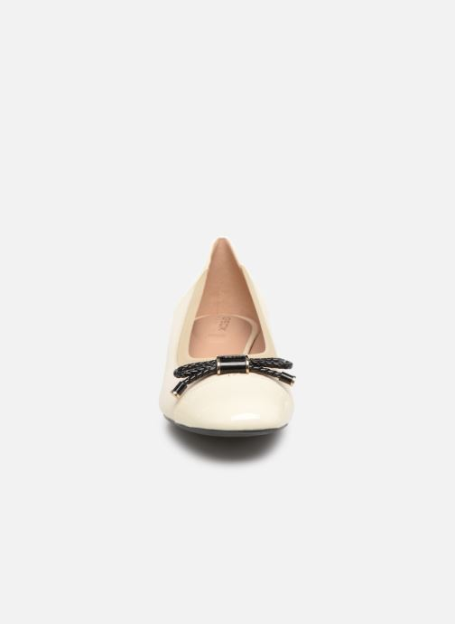 Ballerines Geox D CHLOO MID C D849XC Beige vue portées chaussures