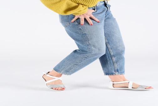 Sandales et nu-pieds Geox D SAND VEGA F D92R6F Blanc vue bas / vue portée sac
