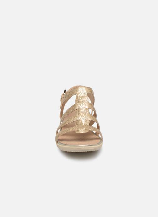 Sandales et nu-pieds Geox D SAND VEGA A D72R6A Or et bronze vue portées chaussures
