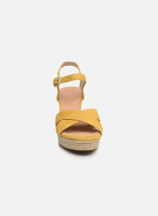 Sandales et nu-pieds Geox D SOLEIL A D92N7A Jaune vue portées chaussures