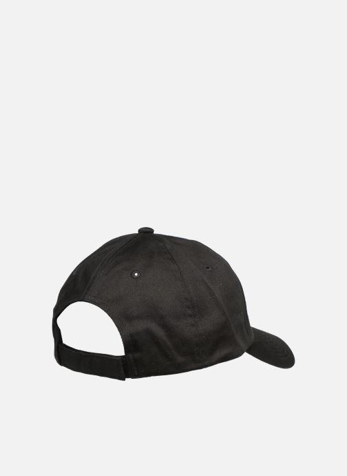 Cappellino Puma ESS NO 1 CAP Nero modello indossato