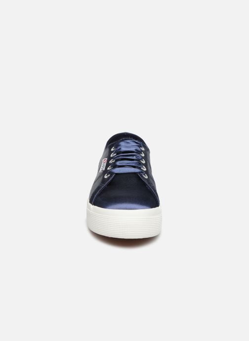 Baskets Superga 2730 Satin W Bleu vue portées chaussures