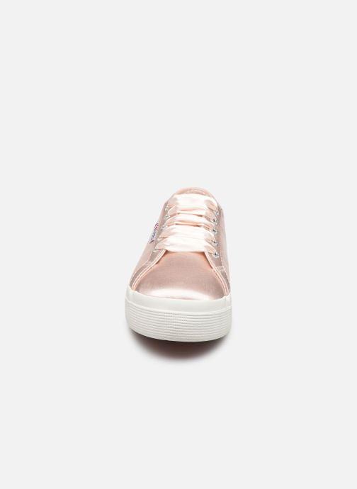 Sneakers Superga 2731 Satin W Rosa modello indossato