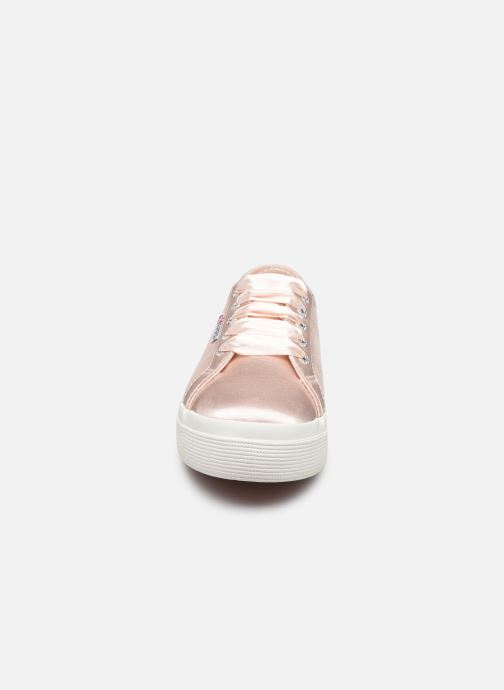 Sneakers Superga 2731 Satin W Rosa modello indossato