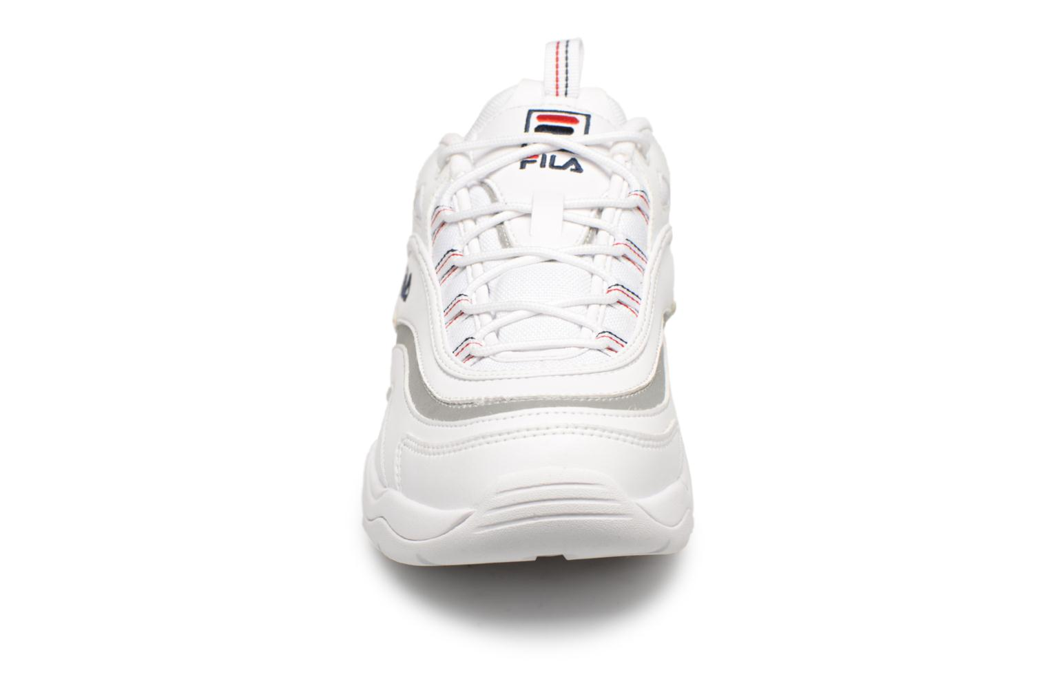 Baskets FILA Ray Blanc vue portées chaussures