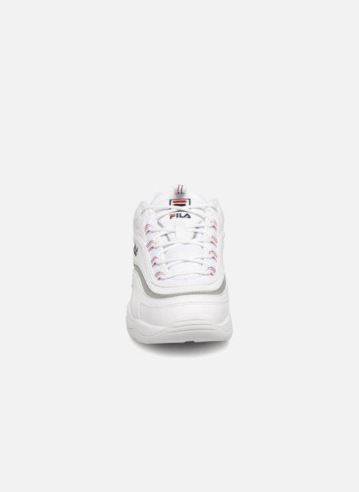 Sneakers FILA Ray WMN Bianco modello indossato