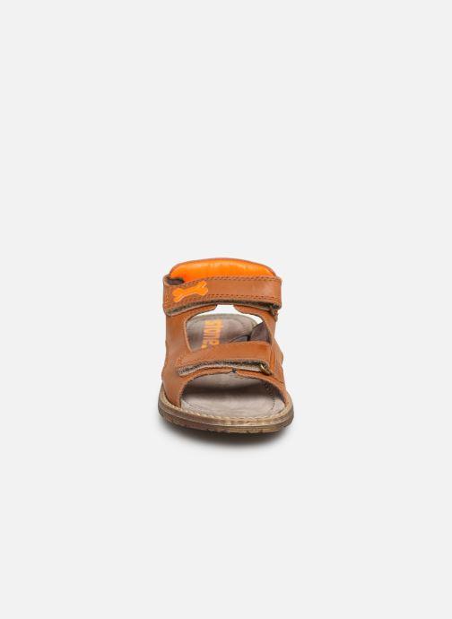 Sandales et nu-pieds Stones and Bones Dado Marron vue portées chaussures