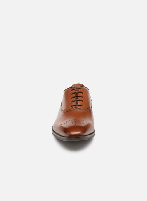 Chaussures à lacets Geox U NEW LIFE C U92P4C Marron vue portées chaussures