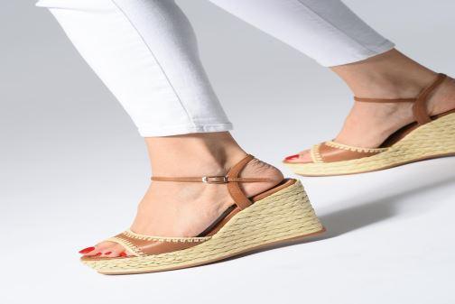 Sandales et nu-pieds Unisa MALLORCA STY Marron vue bas / vue portée sac