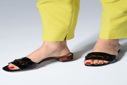 Clogs & Pantoletten Unisa DOJARA schwarz ansicht von unten / tasche getragen