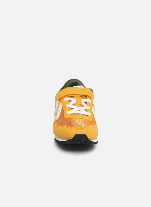 Sneakers Hummel REFLEX JR Giallo modello indossato