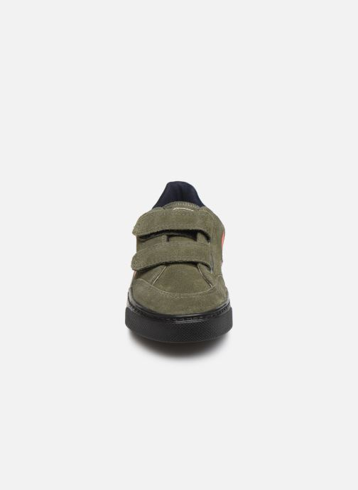 Sneakers Veja V-12 SMALL LEATHER Verde modello indossato
