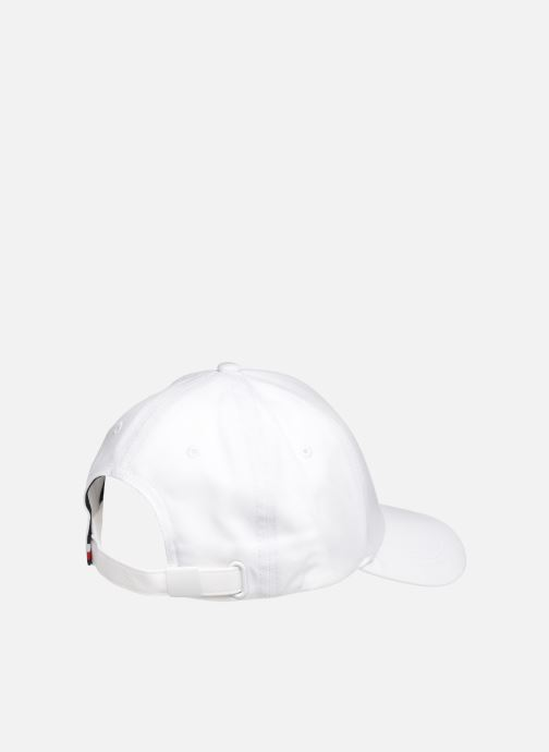 Casquettes Tommy Hilfiger BIG FLAG CAP Blanc vue portées chaussures