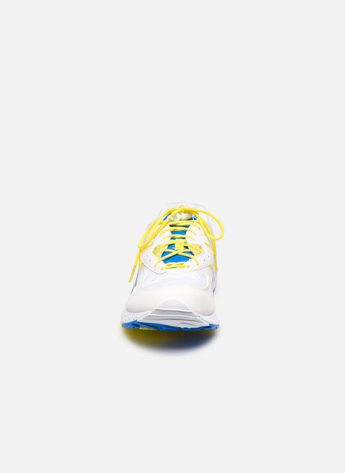 Sneakers Saucony Aya Bianco modello indossato