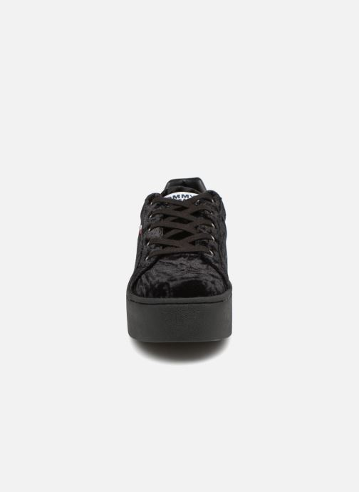 Sneakers Tommy Hilfiger TOMMY JEANS CRUSH VELVET SNEAKER Zwart model