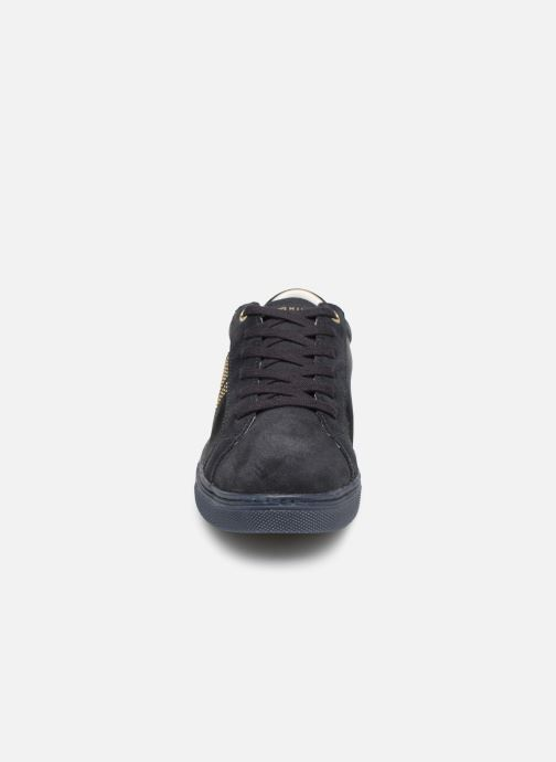 Baskets Tommy Hilfiger SPARKLE SATIN ESSENTIAL SNEAKER Bleu vue portées chaussures
