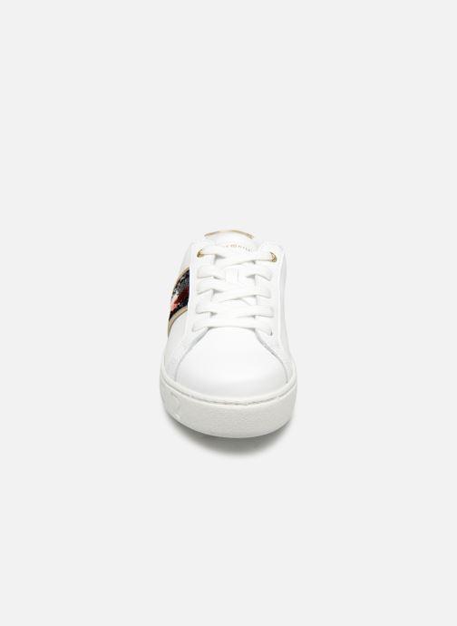 Baskets Tommy Hilfiger TOMMY SEQUINS FASHION SNEAKER Blanc vue portées chaussures