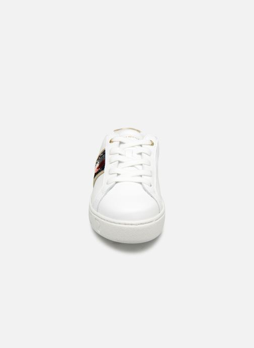 Baskets Tommy Hilfiger TOMMY SEQUINS FASHION SNEAKER Blanc vue portées chaussures